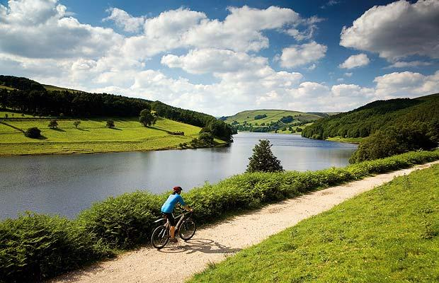peak district explore cycling derbyshire