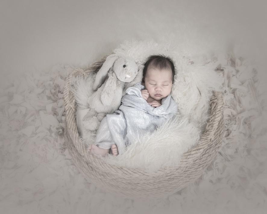 adorable-newborn-baby-free-lense-photo-02.jpg