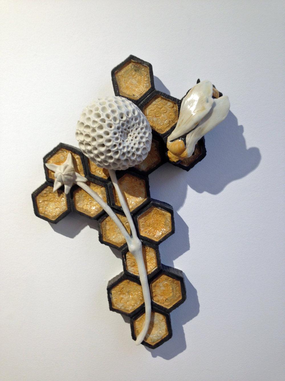 Bee pom.jpg