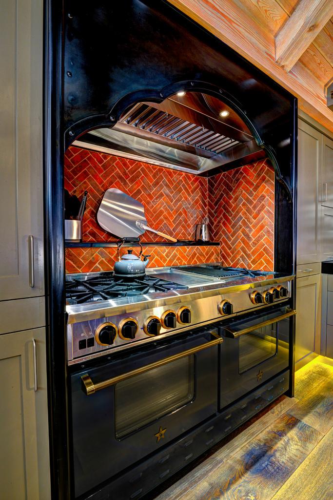 kitchenstove.jpg