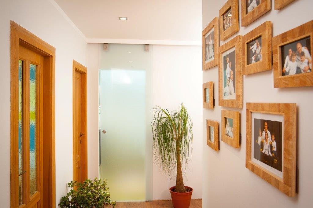Ideální místo pro rodinnou fotografii - chodba, střed vašeho domova