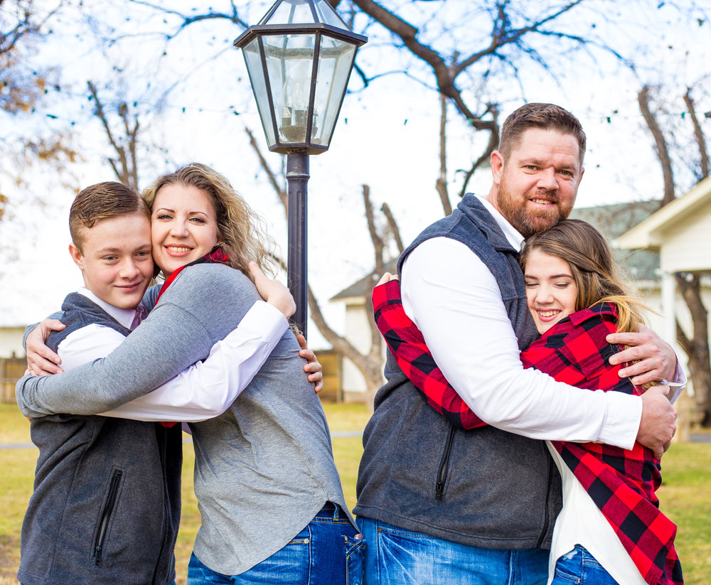 Such a sweet family! <3 Absolutely love and adore those colors. # 2 they just fit like pieces to the puzzle... I love how they love.
