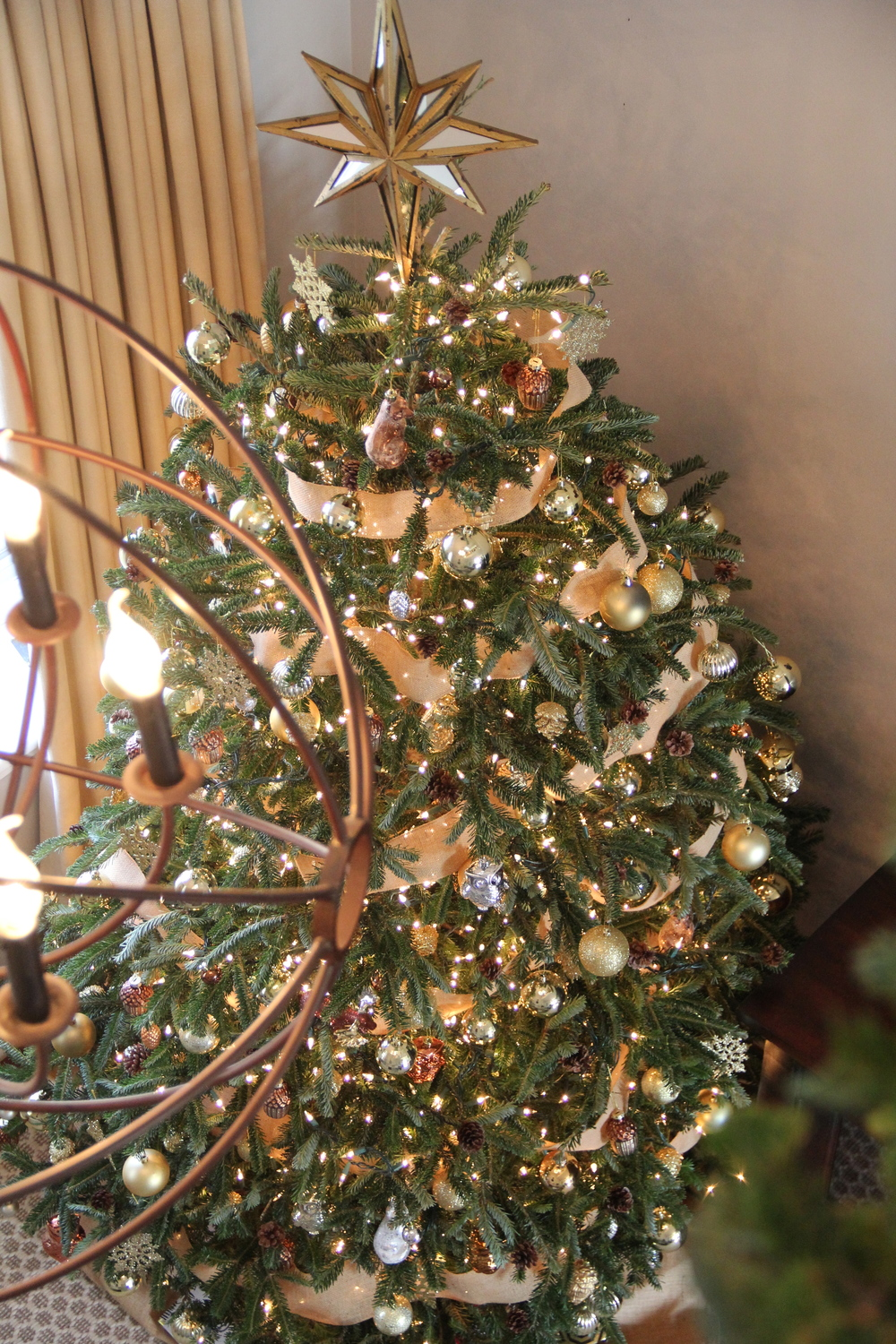 Decorate Christmas Tree Without Ornaments