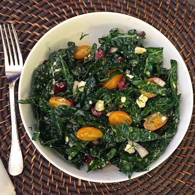 Starting Game of Thrones tonight (finally) and pairing it with this Shredded Kale Salad ala @sproutedkitchen. Saturday night perfection 🙌🏻💚 #gameofthrones #saturdaynight #sproutedkitchen #kale #dinner #veggies #delicious #homesweethome #redefiningdomestics