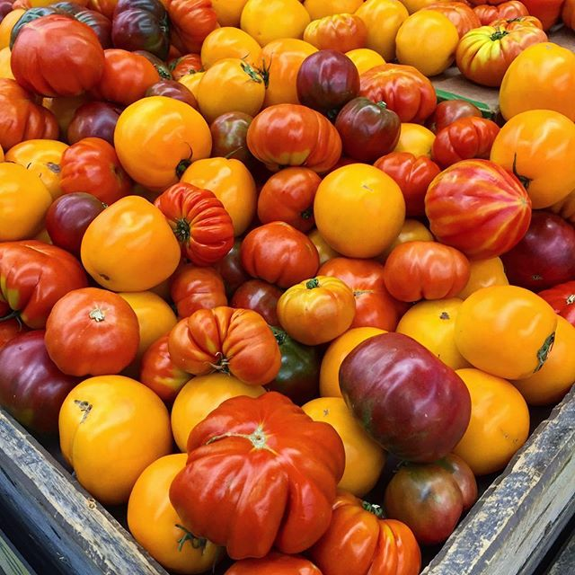 I 💚 Summer Produce🙌🏻😍 #heirloomtomatoes #perfection #summer #buylocal #delicious #weekend #washingtondc #redefiningdomestics