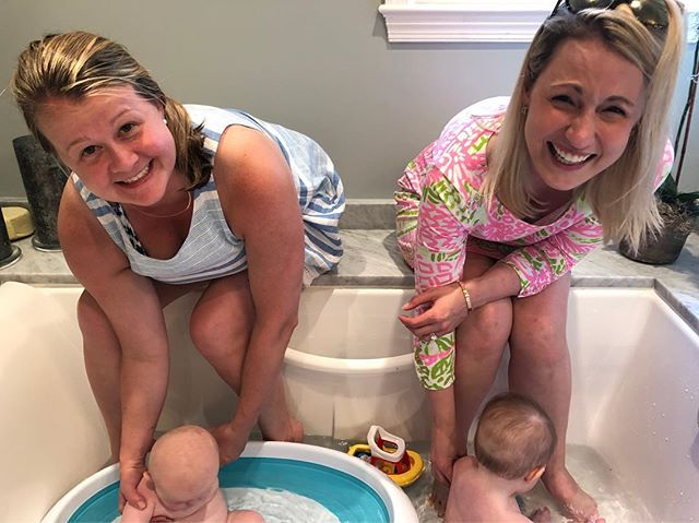 Girlfriends kicking off MDW together💕🐳🛁 #suttonandmadden #mdw #littlebesties #bathtime #toocute