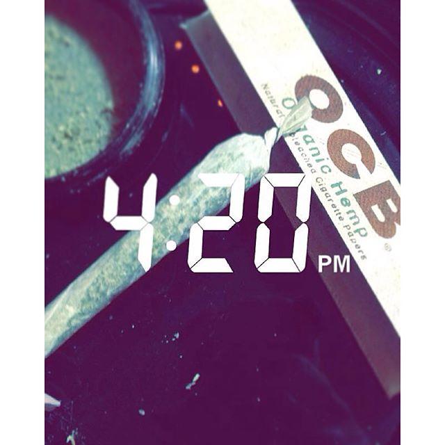 4:20 on my clock || Snapchat rollocb  #ROLLOCB #ALWAYSSTICKS #OCBFAM #ORGANIC #KUSH #CANNABISCOMMUNITY #ROLLONE #GETHIGH #OCB #420 #DRDINA #JOINT #ONLYTHEBEST