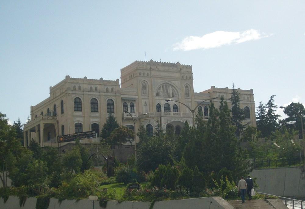 Devlet Resim ve Heykel Müzesi by Cetorhinus, via  Wikimedia Commons
