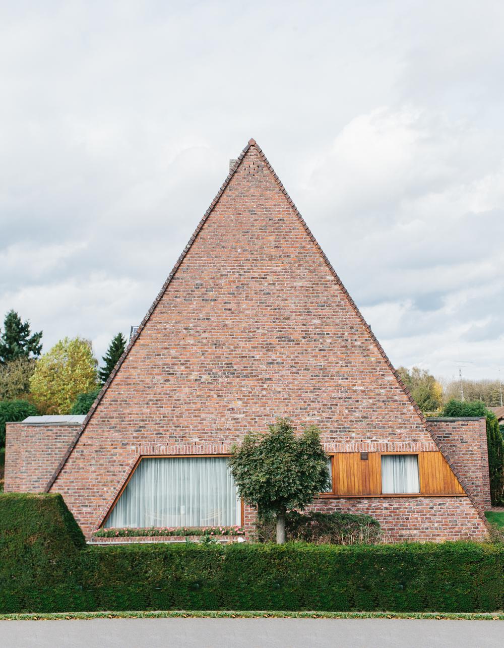 Ugly Belgian Houses ,  Kevin Faingnaert