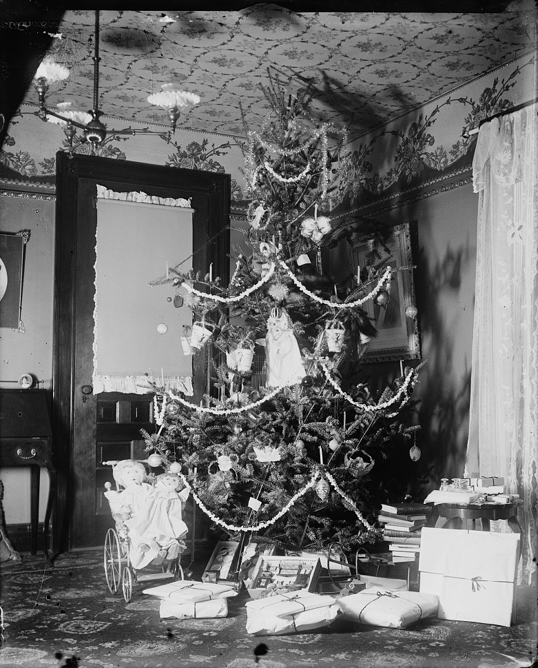 Christmas Tree in the Wright home, 7 Hawthorn Street, Dayton, Ohio, 1900. Photo by Wilbur and Orville Wright.