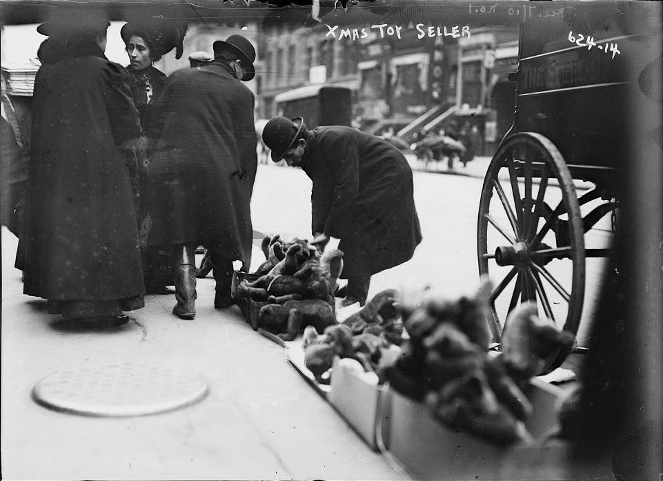 Christmas Toy Vendor, 6th Svenue, New York. Bain News Service.