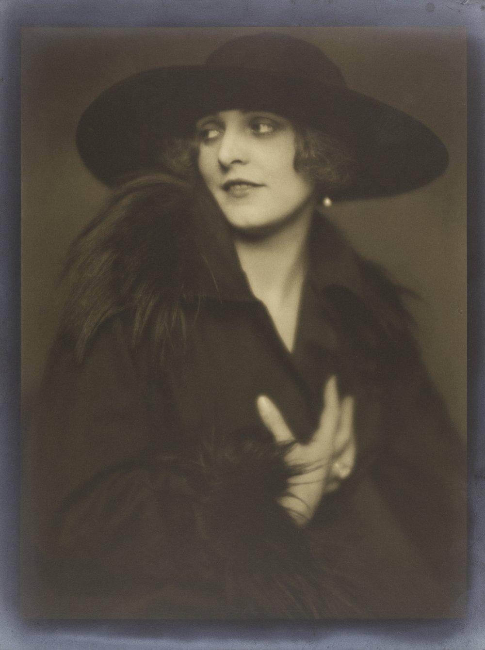 Karl Schenker, Portrait of a Lady, around 1920, Museum Ludwig, Photo: Rheinisches Bildarchiv