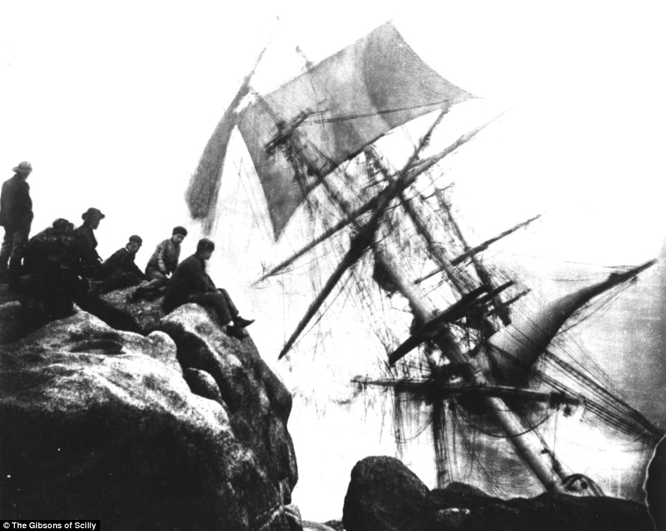 The Minnehaha was shipwrecked in 1874. It struck Peninnis Head rocks while traveling from Peru to Dublin. The ship sank quickly and some of the men drowned in their berths, ten died in total.