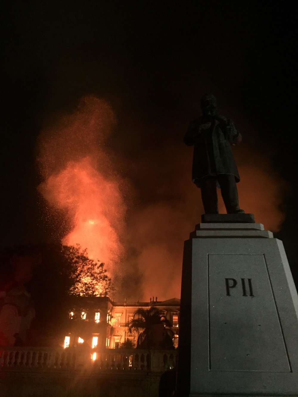 The National Museum of Brazil in Flames. Photo By Felipe Milanez via Wikimendia Commons