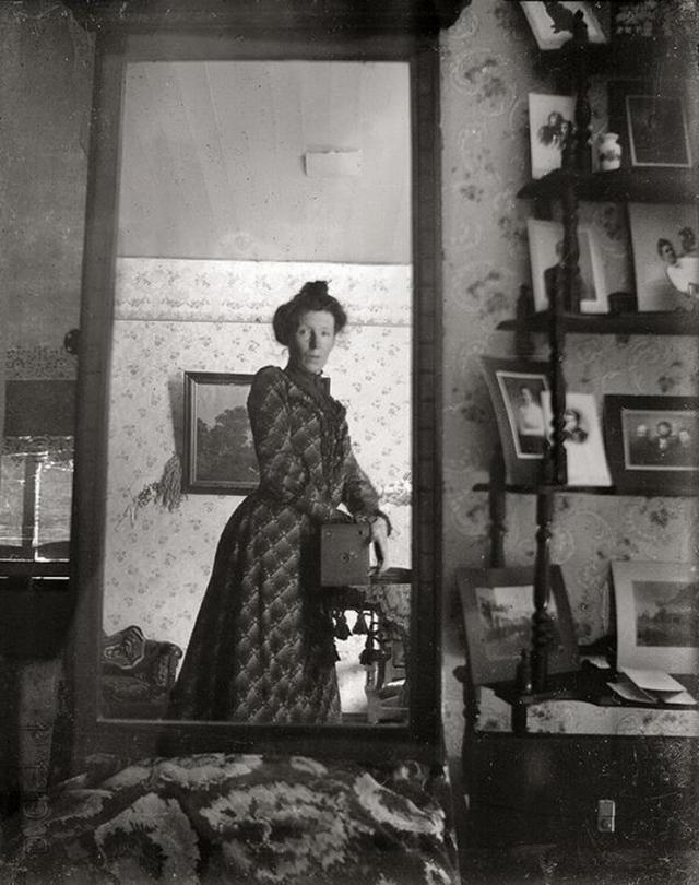 Victorian Women Behind Their Cameras (7).jpg