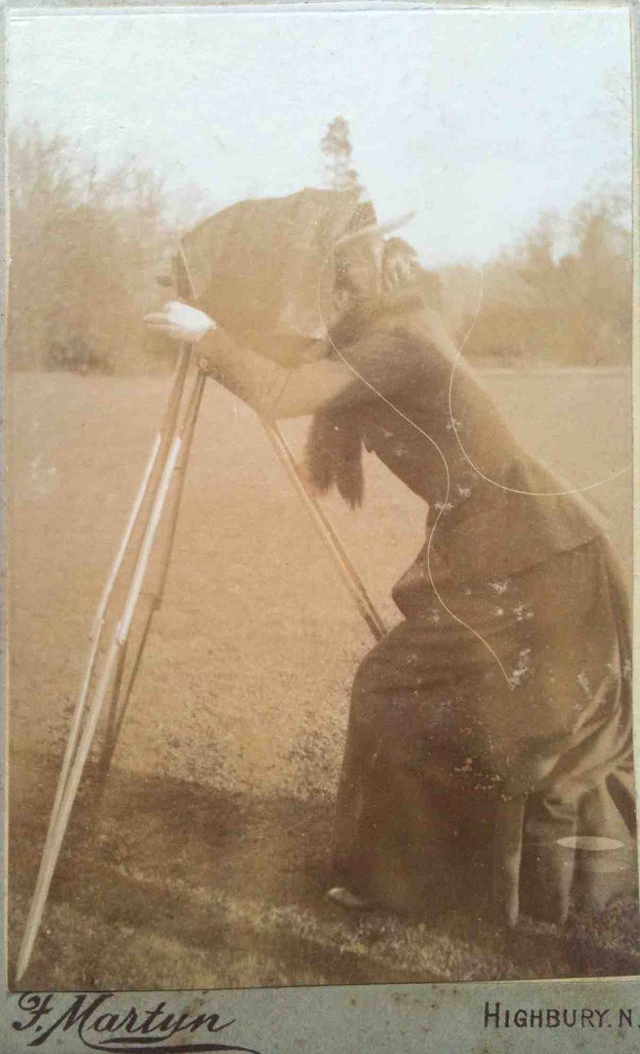 Victorian Women Behind Their Cameras (14).jpg
