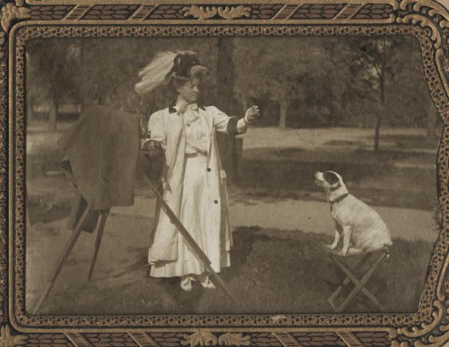 Victorian Women Behind Their Cameras (17).jpg