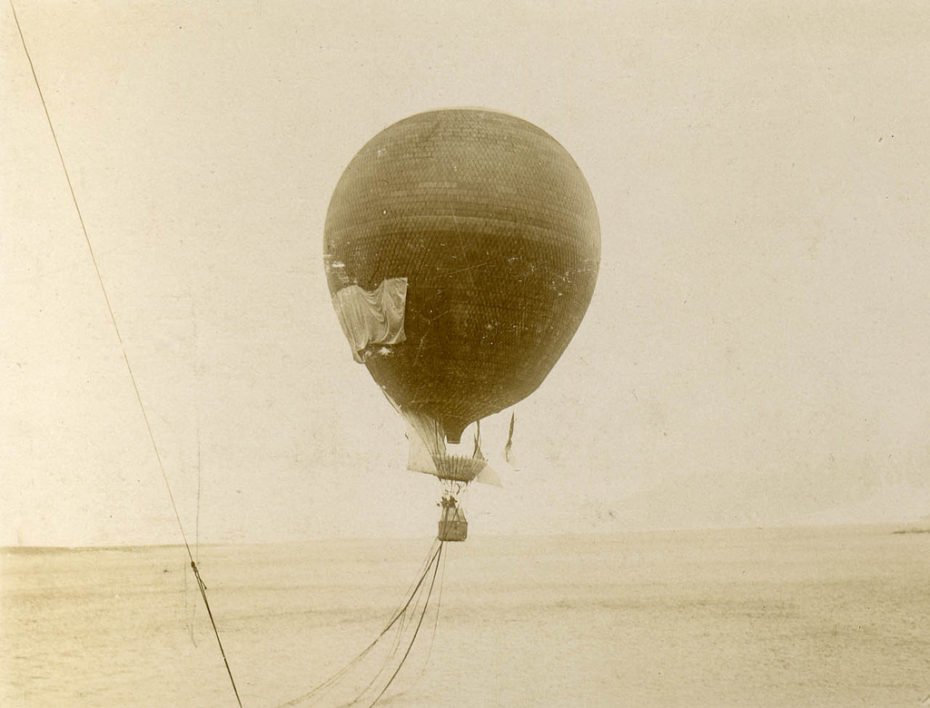 The balloon's take off. Photo: Perspektivet Museum