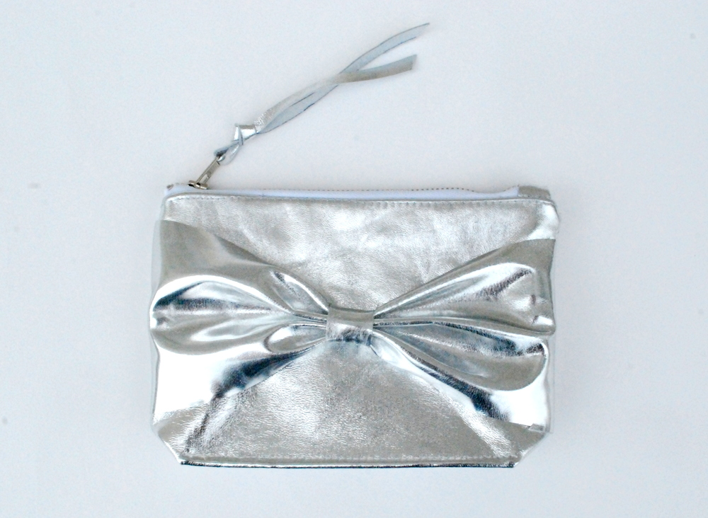 silver-leather-clutch