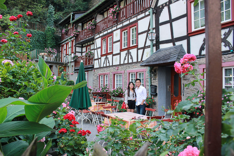 We discovered this gorgeous residence themed with pink and red flowers.