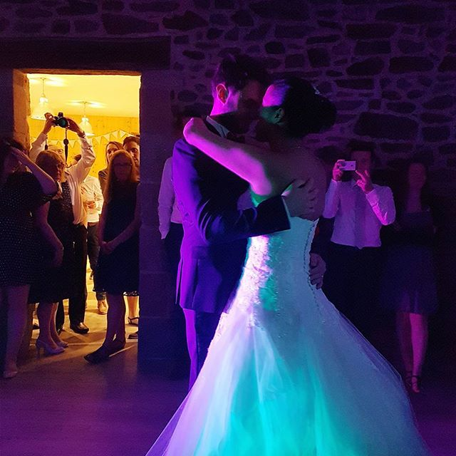 wedding dance. would you rehearse yours? 🙃 ❤️ #dreamwedding #shesaidyes #chateau #france