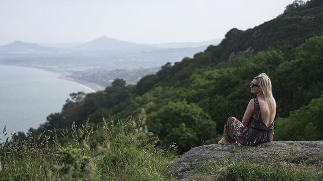 Don't know what she's looking at 😅😎 #killineyhill #dublin #walk #summer #sun