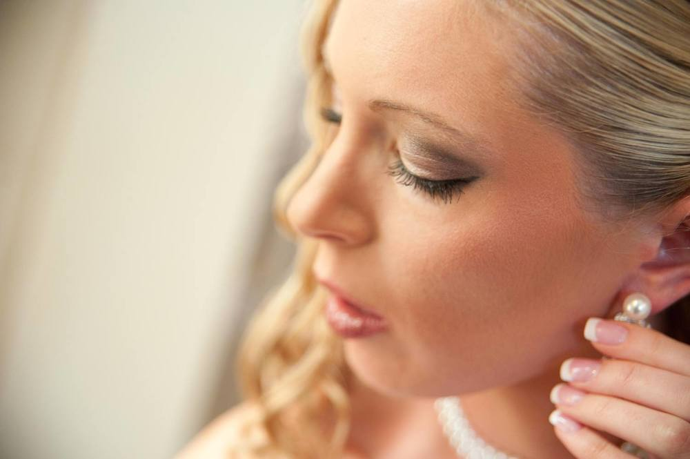 Bride Getting Ready for Wedding in Harrisonburg