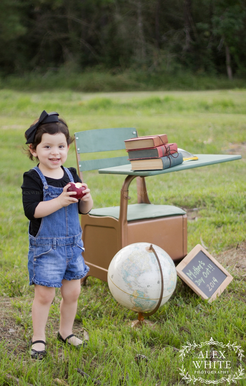 child photographer in the woodlands mini sessions