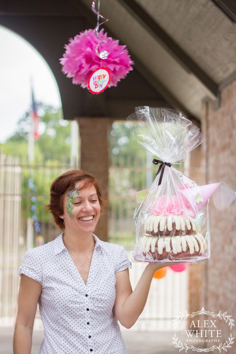 nothing bundt cakes birthday cake photograph kingwood tx alexwhitephoto