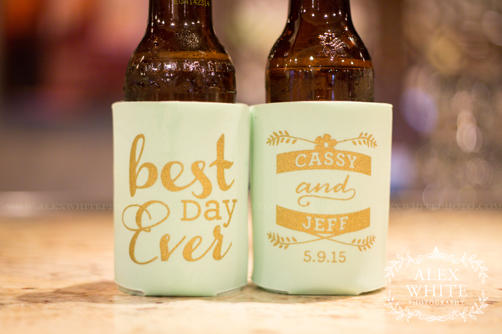 I love everything about these wedding favors. The font and the colors of them are so great!