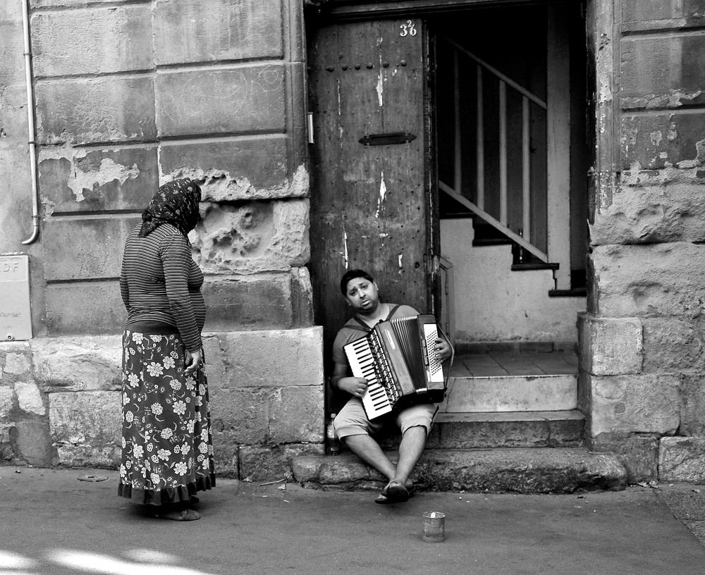 Marseille Street Performer