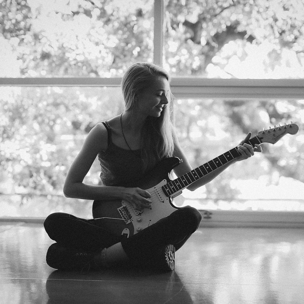 Livvy Bennett- Musician