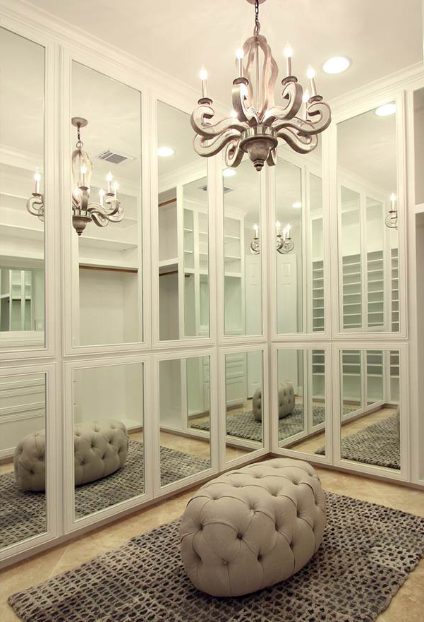Mirror paneled doors, what a dream closet!