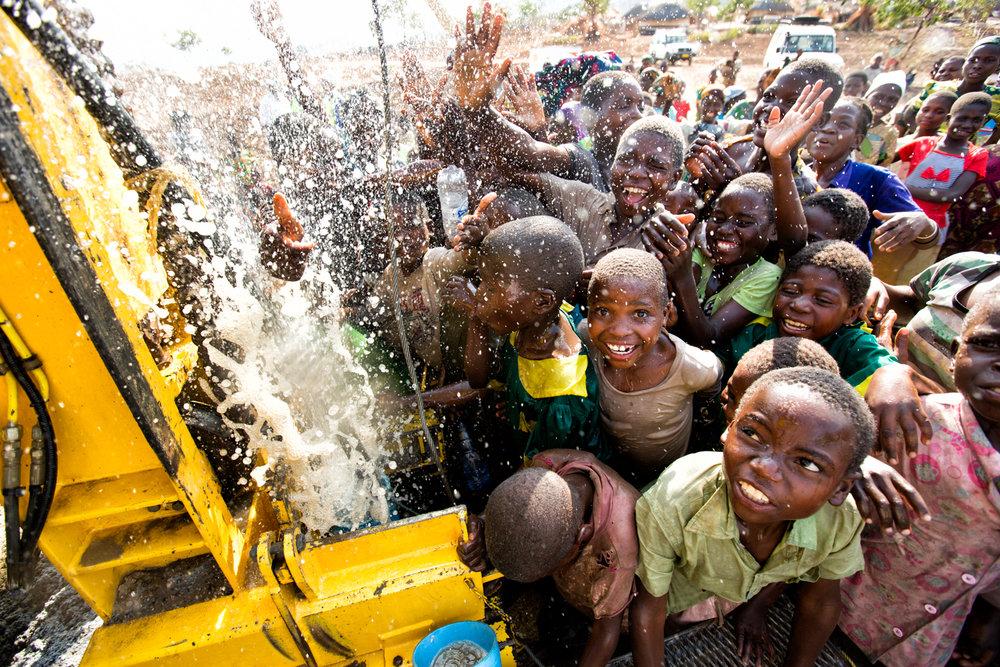 131030_charitywaterMalawi_EH_626.jpg
