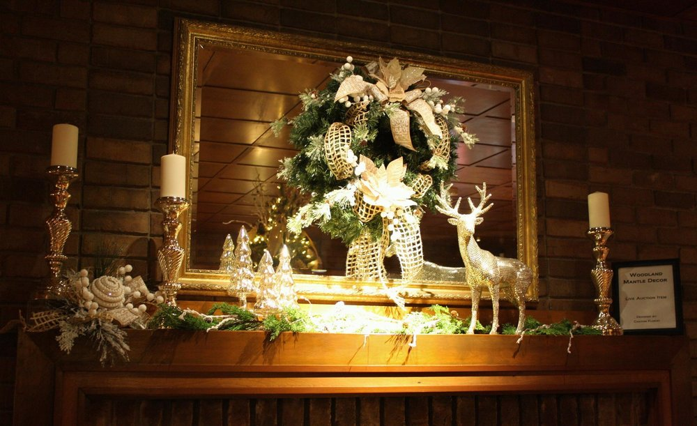 Mantel decorations provided by Chatom Florist