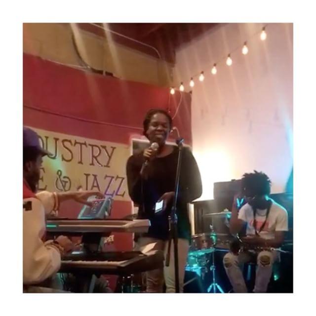 Sometimes you just go for it ☺️☺️❤️❤️ @thepocketla . . . . . . #singer #songwriter #arethafranklin #jamsession #thepocketla #liveyourbestlife #livemusic #best #love #me #artist #vagabond #dreamer #believer #focused #courage