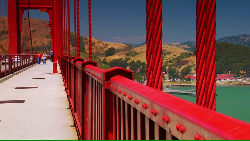 961772912-golden-gate-bridge-san-francisco-sidewalk-handrail.jpg