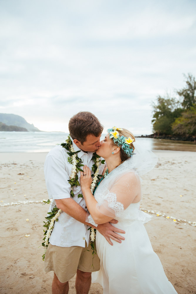 hanalei bay kauai wedding_-59.jpg