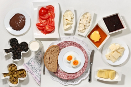 what kids around the world eat for breakfast (above: japan and turkey)