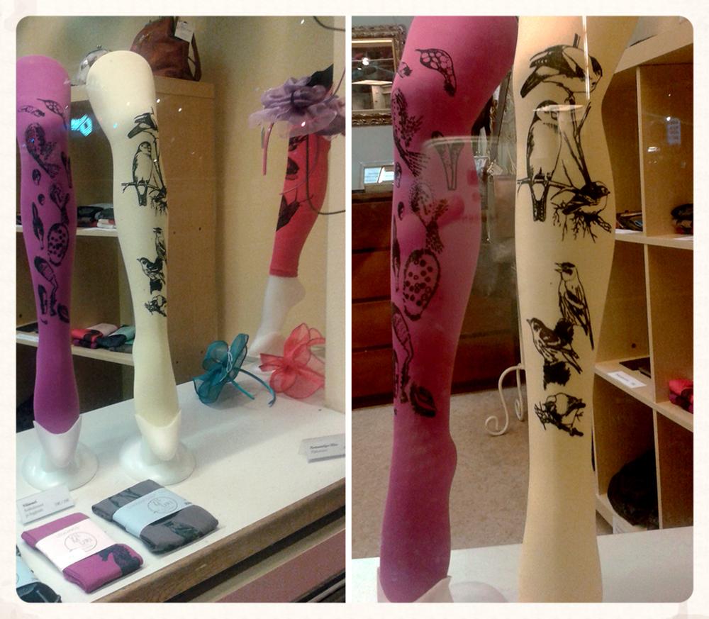 sukkahousuja ja leggingsejä näyteikkunassa, jee! Saatavilla @Työhuone 44/ Herne' ( Hämeentie 44, Sörnäisten metroaseman vieressä)