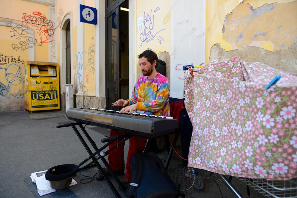 Porta Genova Pianist 01.jpg