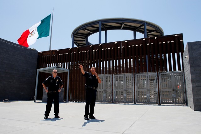 2018-04-05T060055Z_1_LYNXNPEE340CK_RTROPTP_3_USA-IMMIGRATION-MEXICO.JPG