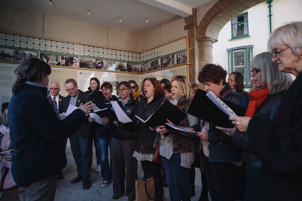 The choir performed the song in public at the Cheese Market Opening Ceremony on 19 April 2014.