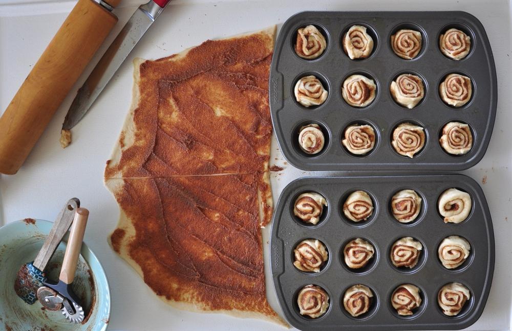 bakingcinnamonrolls