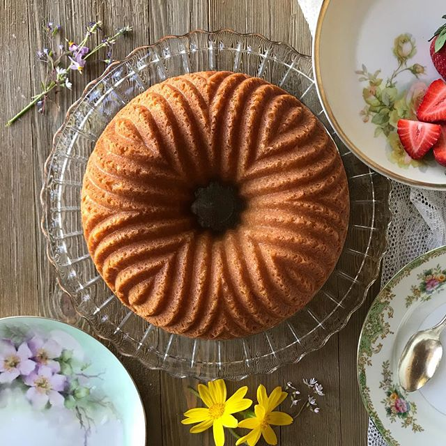 Happy Mother's Day weekend from me and my Bavaria Bundt! (Lemon pound cake with fresh fruit- recipe link in bio) 💐💐💐💐