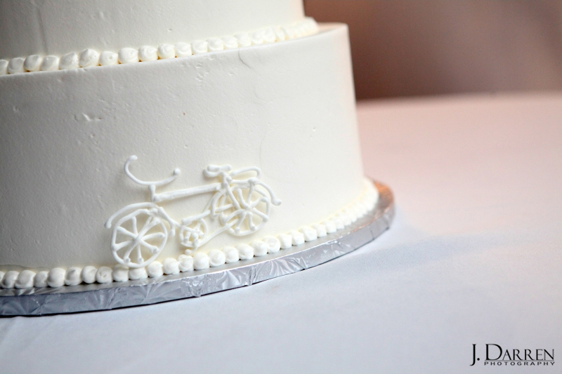 Personalized bicycle detail in the wedding cake fondant. Cake by Cakes by Manfred.