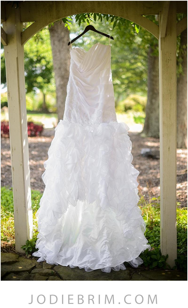 bridal details: wedding gown, sandy motley