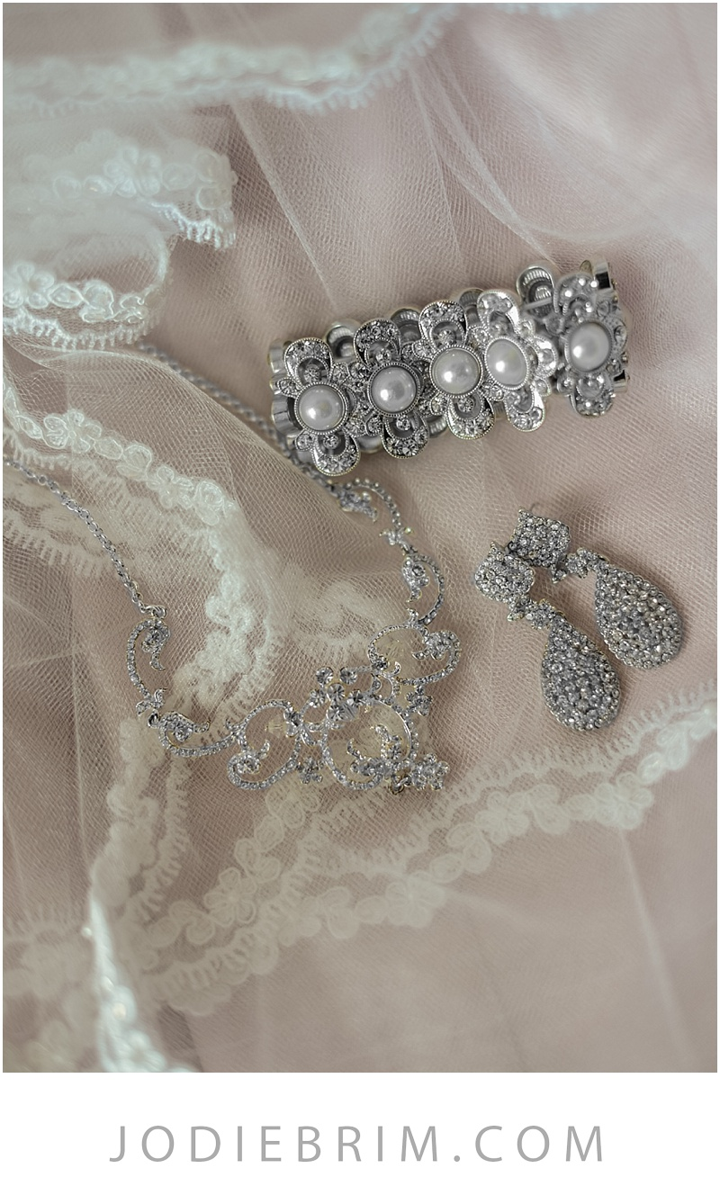 bridal details : lace mantilla veil, rhinestone earrings and necklace