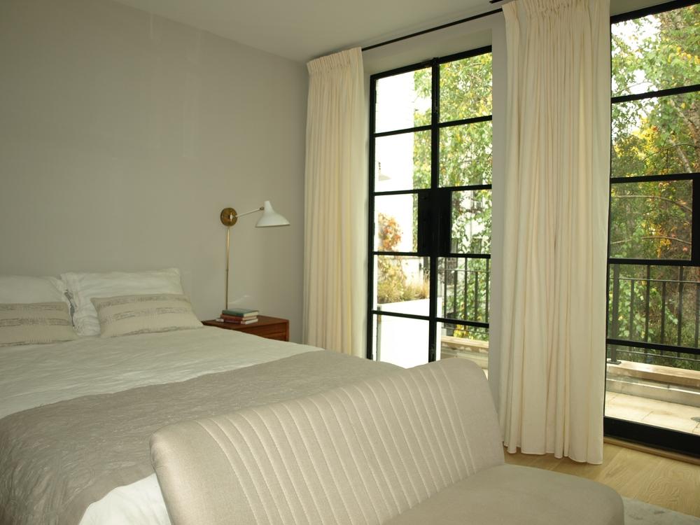 Laurenes Room 2.JPG