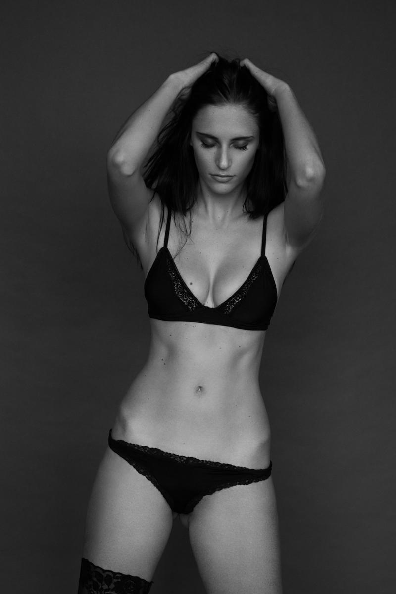 Diane Poppos Nude Photos 9